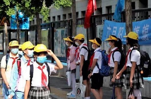北京校园出台7条新规,校内期间需全程佩戴口罩