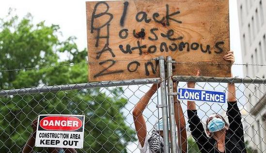 抗议者白宫外建黑宫,美国前总统杰克逊雕像险遭拆除