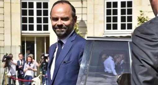 法国总理菲利普宣布辞职,继任人选尚不明确