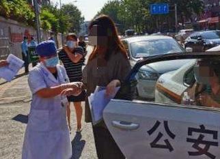 北京考生被蝎子蛰伤,警方用8分钟将其送进考场