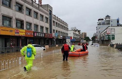 气象局连发三个预警,暴雨预警天数创10年新纪录