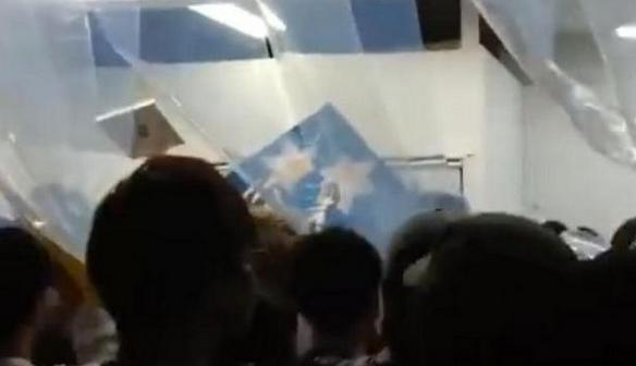 日本举办可以□偷的艺术展,结果还没正式开展就被人偷光�@�恿俗雷拥紫履贸隽艘���t色�z�Ы�起��