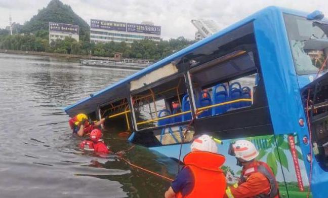 贵州公交坠湖司机尸检结果公开,喝酒后蓄意驾车报复社会