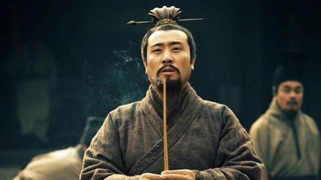 关羽在最需�饩�要救兵时,刘备为什么按兵不动,等关威力羽死后他才出兵?