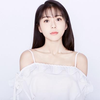 """汤敏,1996年9月3日生于中国上海,中国内地女歌手、演员。SNH48一期生,原SNH48 TEAM SII成员。2012年10月14日,加入SNH48。2013年1月12日,通过""""Give Me Power""""首演正式出道。"""