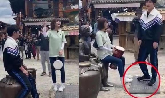 网曝郭京飞王珞丹景区坐雕塑踩石碑,是没留意还是没素质?