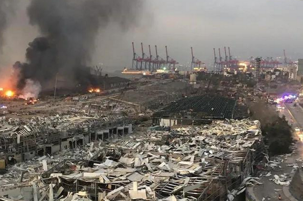黎巴嫩首都发生大爆炸,周围的建筑瞬间被夷为平地