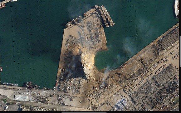 卫星图对比黎巴嫩首都大爆炸前后 2700吨硝酸铵炸出直径140米巨坑