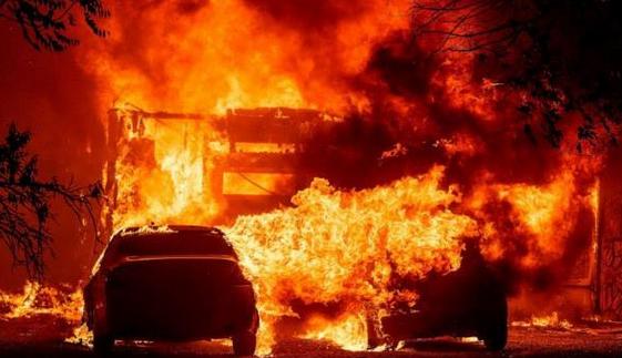 美国加州72小时遭上万次雷击,引发超过300起火灾