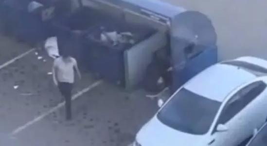 男子将女友扔垃圾桶,吵架吵不过但我扛得动你!