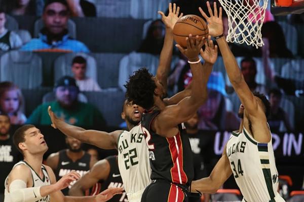 2020年NBA季后赛热火VS雄鹿巴特勒完爆字母哥 字母哥三分7中0