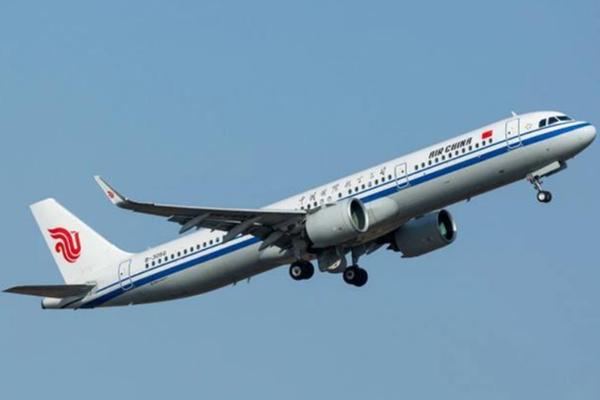 国航福州飞成都机上乘客疑似在洗手间自杀迫降长沙 目击者讲述现场