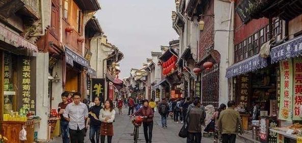 双节6.37亿人次出游,外国媒体热议中国旅游业重振之路