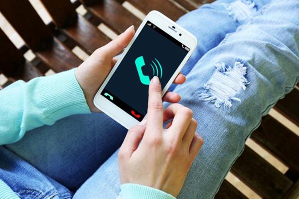 惊!新冠病毒可在手机屏上存活一个月 网友:我先给手机消个毒