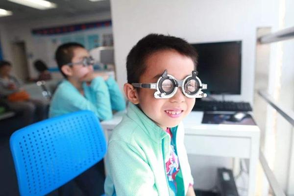 山西长治将把裸眼视力考核纳入中考 教育局回应网友提出质疑