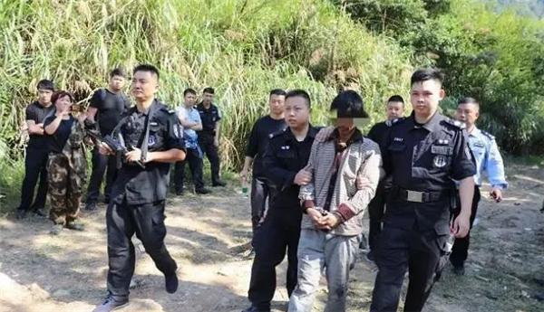 驴友山洞中发现命案逃犯,意外收获20万元奖金
