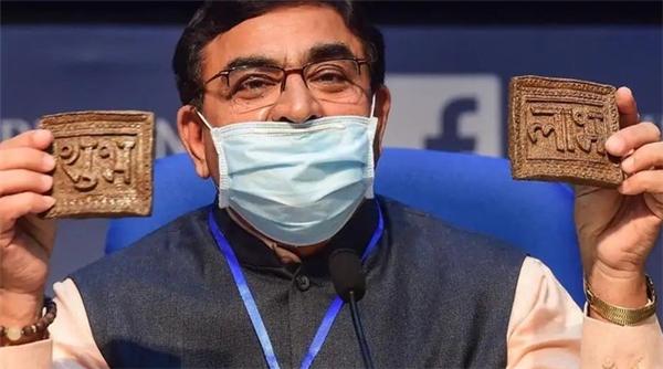 印度推出牛粪芯片,声称能保护人们免受疾病的侵害