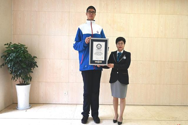 四川14岁男孩身高创吉尼斯纪录 称:我现在的任务是更应该好好学习