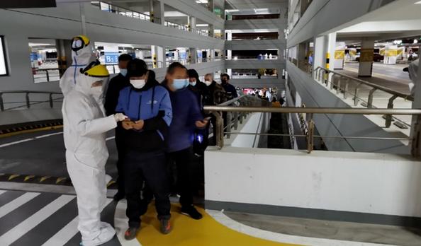 上海再新增2例本地确诊病例,浦东机场全员连夜核酸检测