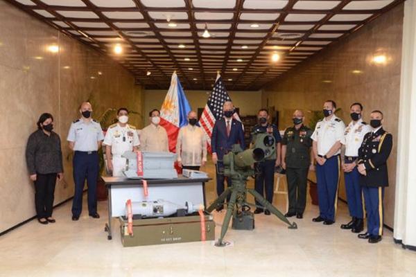 菲防长:若中美在南海开火将参战 美国赠予菲律宾军火武器