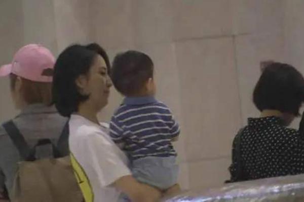 佟丽娅带儿子朵朵探班陈思诚 现场画面曝光,甜蜜场景破婚变传言