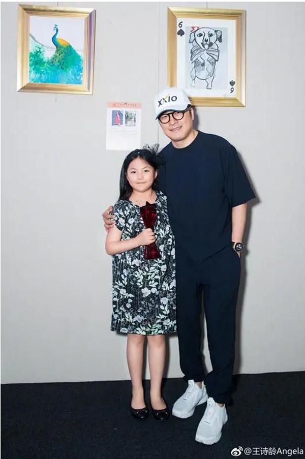李湘女儿一幅画卖12万,是捧杀还是货真价实