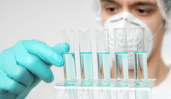 上海现变异新冠病毒,患者从英国回国途中感染