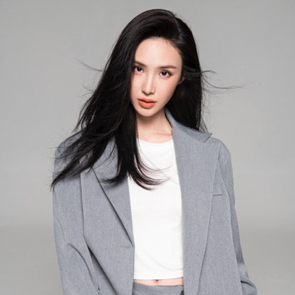 徐熙阳,1992年11月8日出生于湖南省长沙市,毕业于北京电影学院,中国内地女演员。2012年,在校期间的徐熙阳接拍第一部电视剧《让爱回家》,从而正式踏入演艺圈。