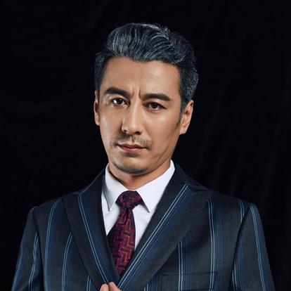 秦楚明,1979年1月19日出生于吉林长春,毕业于吉林省广播电视大学,中国内地影视男演员。2010年,主演微电影《不二法门》,且凭借该片获得2010年长春电影节短片电影最佳男演员奖,并因此开始演艺生涯。