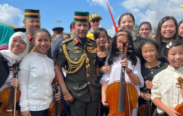 吴尊女儿为国王演奏,吴尊女儿为文莱国王演奏大提琴,吴尊女儿