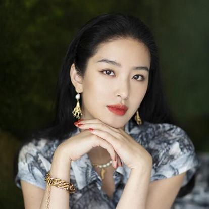 杨采钰,1992年9月28日出生于湖北省武汉市,中国内地影视女演员、歌手、主持人,毕业于北京电影学院2011级表演系。2003年,演唱动画《哪吒传奇》片尾曲《少年英雄小哪吒》。