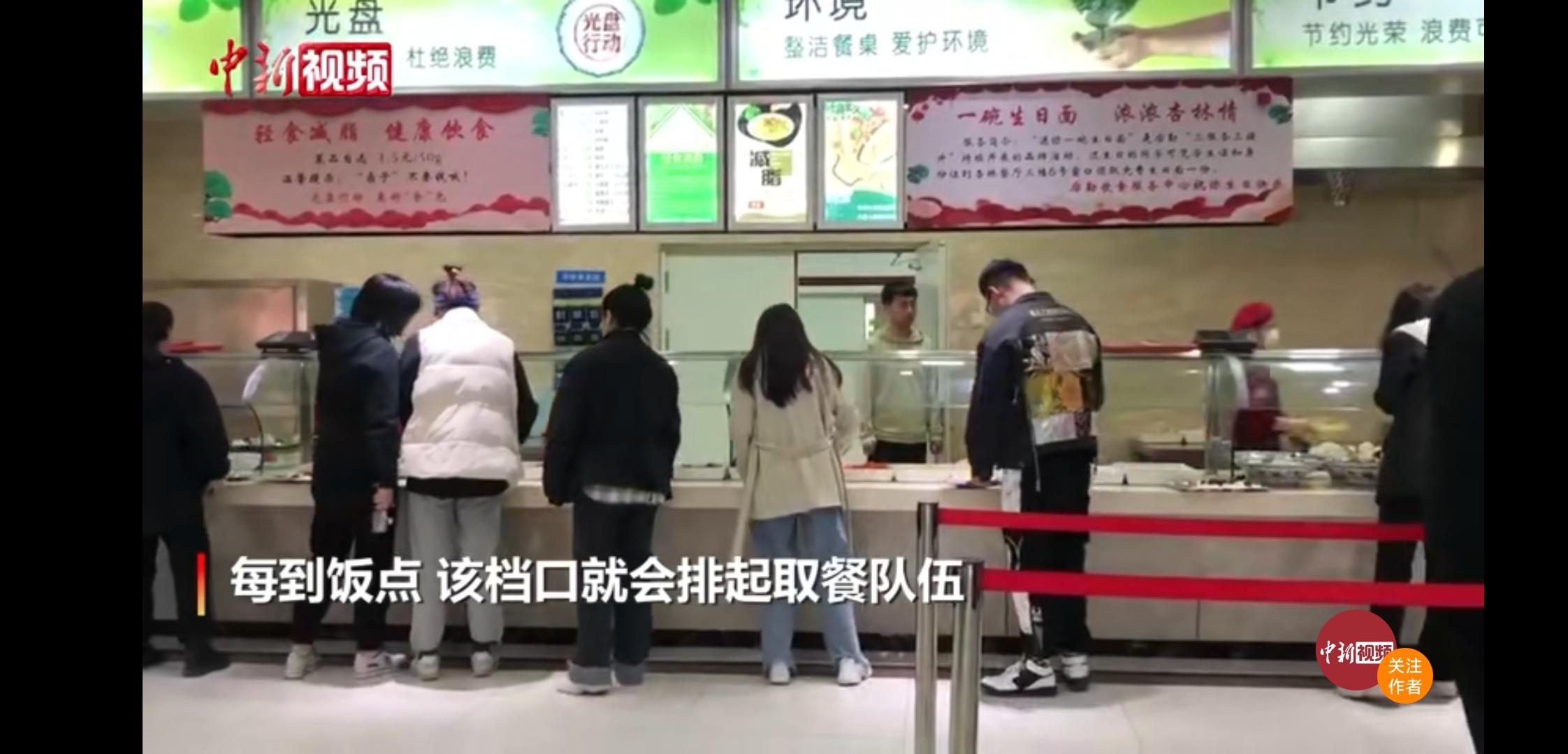 """长春中医药大学食堂推出自助""""轻食"""",很受学生欢迎"""