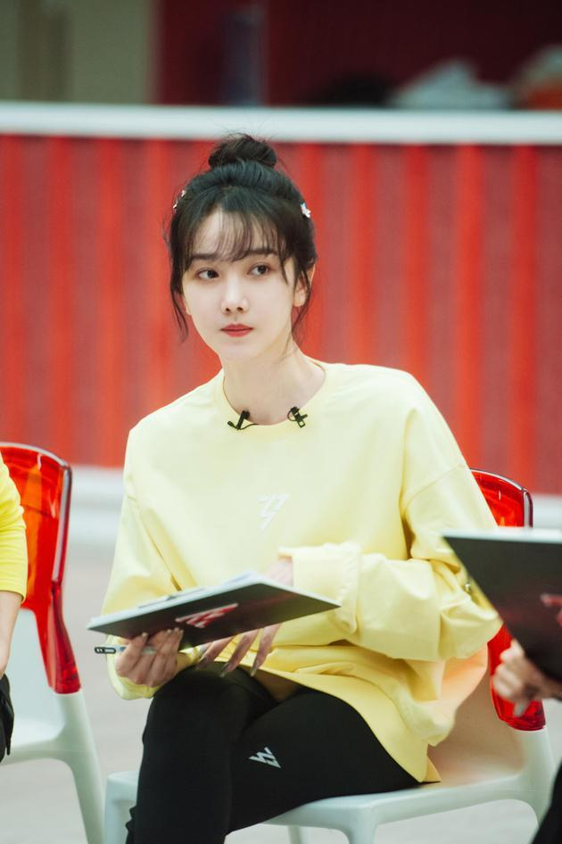 陈小纭和容祖儿因为歌词分配发生争执,陈小纭还回怼让自己道歉的网友