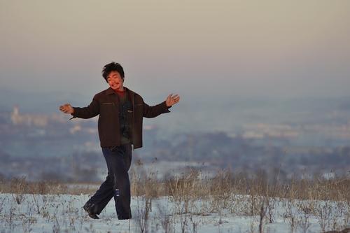 王宝强演技封神之作《hello,树先生》:世界从不在乎小人物的命运悲剧