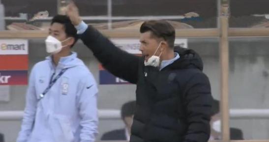 韩媒吐槽中国球迷加油声太大,韩媒吐槽中国球迷,