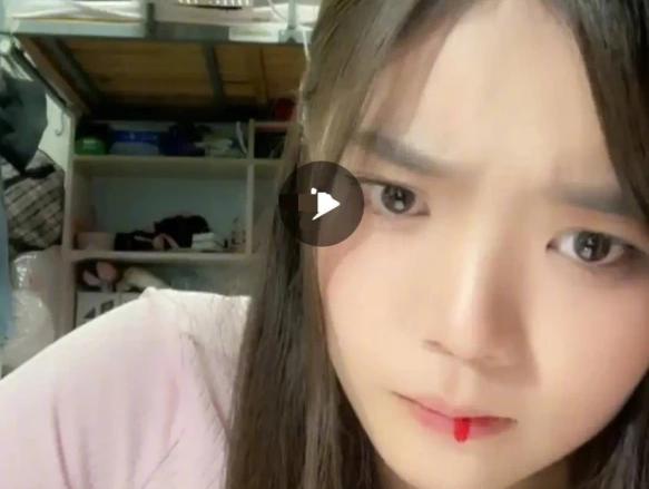 刘丽千直播时吐血是什么情况?网友质疑公司压榨实习生