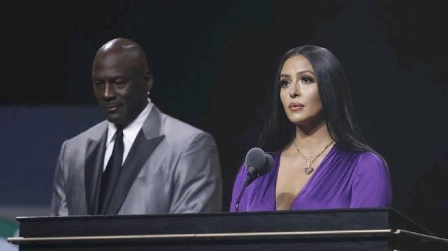 2020届名人堂,科比的妻子瓦妮莎代表他进行了演讲