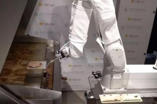漢堡機器人被解雇,因動作太慢無法完成訂單