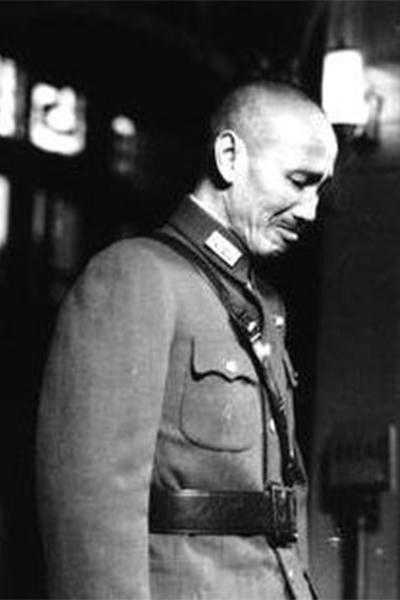 蔣介石槍決抗戰名將,十年后當場痛哭流涕悔恨不已