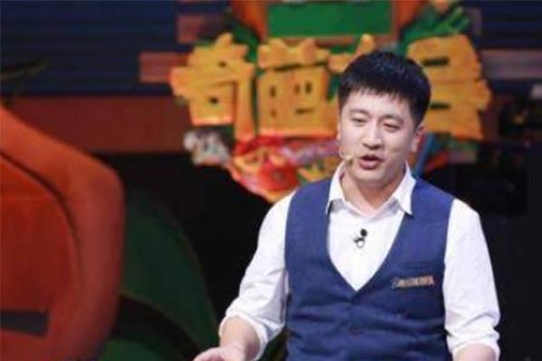 网红考研老师张雪峰被泼鲱鱼罐头,本尊针对事件发博吐槽