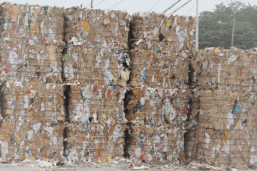 1吨废纸砸中员工,废纸块砸中员工,废纸块是什么