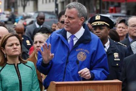纽约司机撞人拖行,纽约发生车祸,纽约女司机撞人拖行