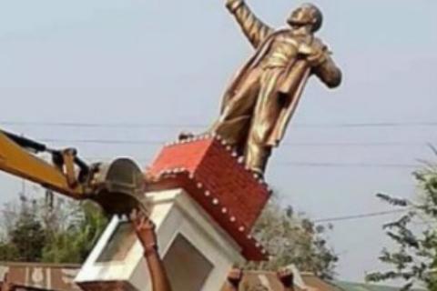印兴起砸雕像之风,印度政治人物雕像被砸毁,印度砸雕像成为风潮