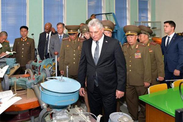 古巴领导人参观军校,古巴领导人,领导人参观军校,朝鲜