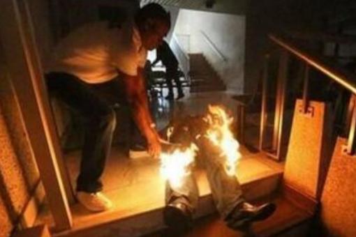 男子捅伤房东自焚,男子为什么选择自焚,男子捅伤房东后为什么自焚