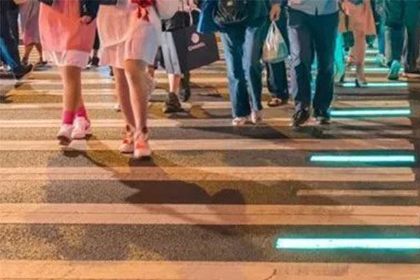 上海使用发光斑马线,发光斑马线,上海外滩