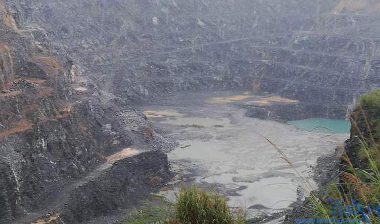 采石场频现大坑
