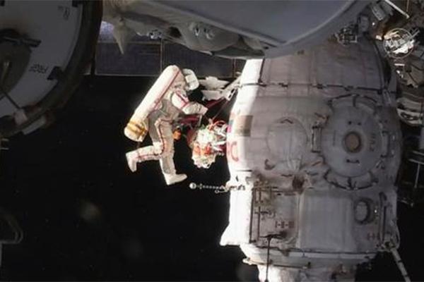 俄羅斯空間站出故障,宇航員果斷出艙解決問題