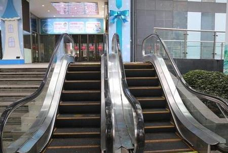 重慶一商場現最迷你電梯 無人使用停止營運