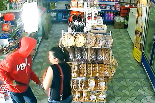 巴西女店员勇斗劫匪,劫匪,巴西女店员